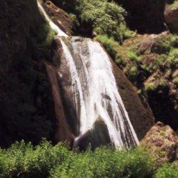 Caida del agua en el Nacimiento del Río Mundo