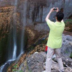 Turistas en el Nacimiento del Río Mundo