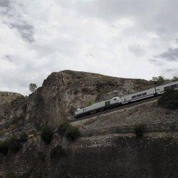 Tren en el Cañón del río Mundo en Albacete
