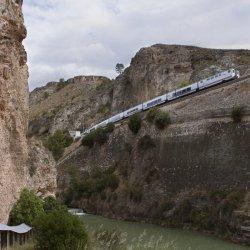 Tren de juguete en el Cañón del río Mundo en Albacete