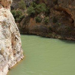 Color del agua en el Cañón del río Mundo en Albacete