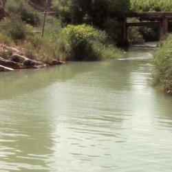 Canales de irrigación en el Cañón del río Mundo en Albacete