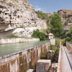 Sistema de irrigación en el Cañón del río Mundo en Albacete