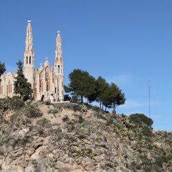 Cerro Mola con el Santuario de Santa María Magdalena en Novelda de Alicante