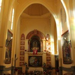 Incoherencia arquitectónica notable entre el exterior y el interior del Santuario de Santa María Magdalena