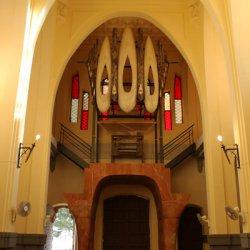 Órgano musical en el Santuario de Santa María Magdalena en Novelda de Alicante