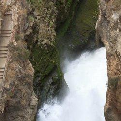 Caída de las aguas en el Embalse de Camarillas en Albacete
