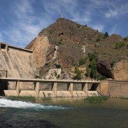"""Vistas de la presa """"El Cenajo"""" en el río Segura"""